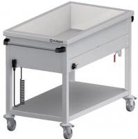 Celonerezový vodný kúpeľ s jednou vaňou a je určený na jednoduchý výdaj jedál. Termostat v kombinácií s vypínačom umožňuje ľahké a rýchle nastavenie teploty od + 30°C do +90°C. Určené pre gastronádoby GN 1/1 s hĺbkou až 200 mm. Pre ľahkú manipuláciu je kúpeľ postavený na štyroch kolieskach, dve sú brzdené. Štandardne sa dodáva s el. skrútenou šnúrou so zástrčkou.